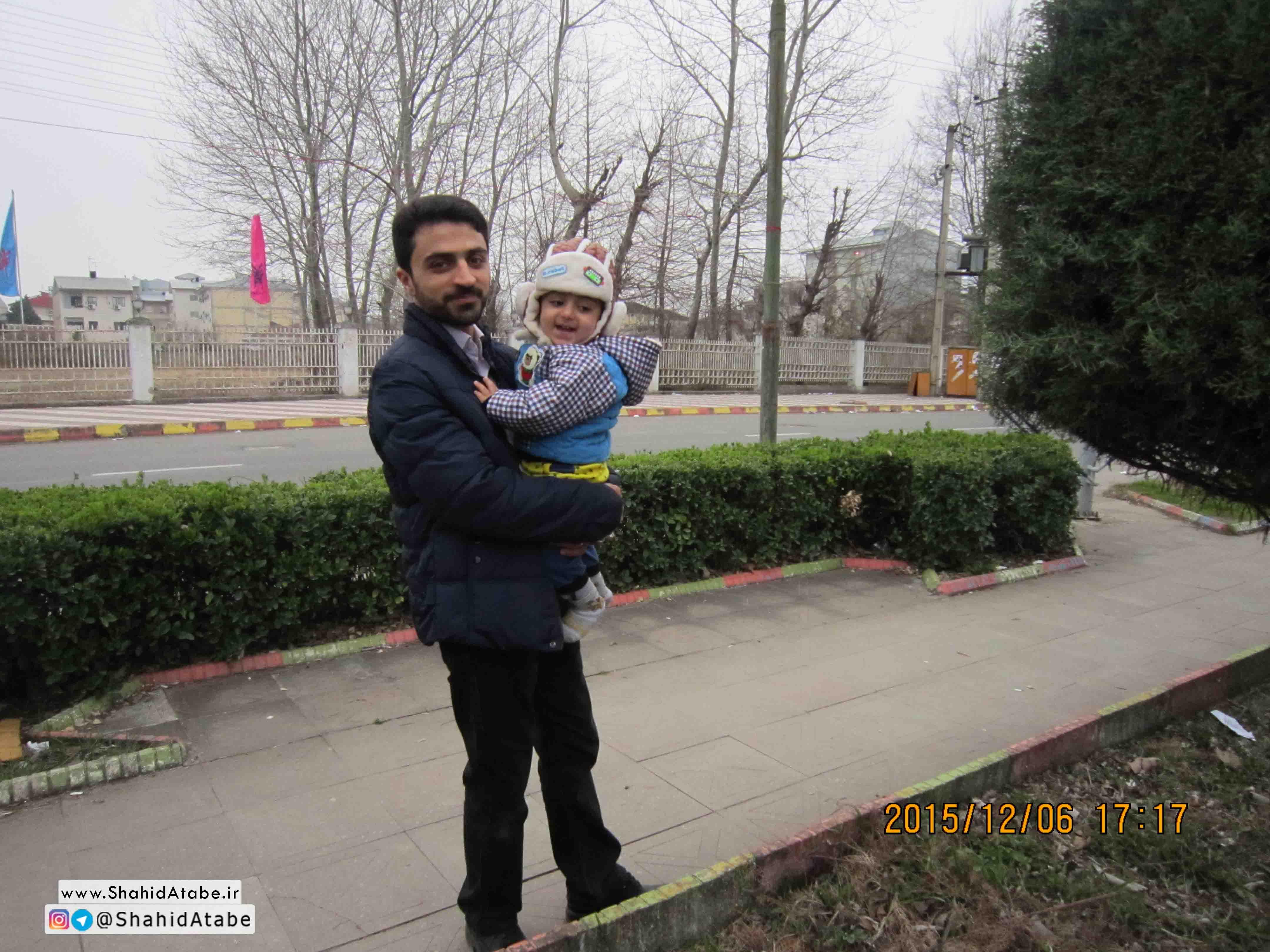 تصاویر شهید مدافع حرم محمد اتابه همراه با تنها یادگار خود امیرحسین